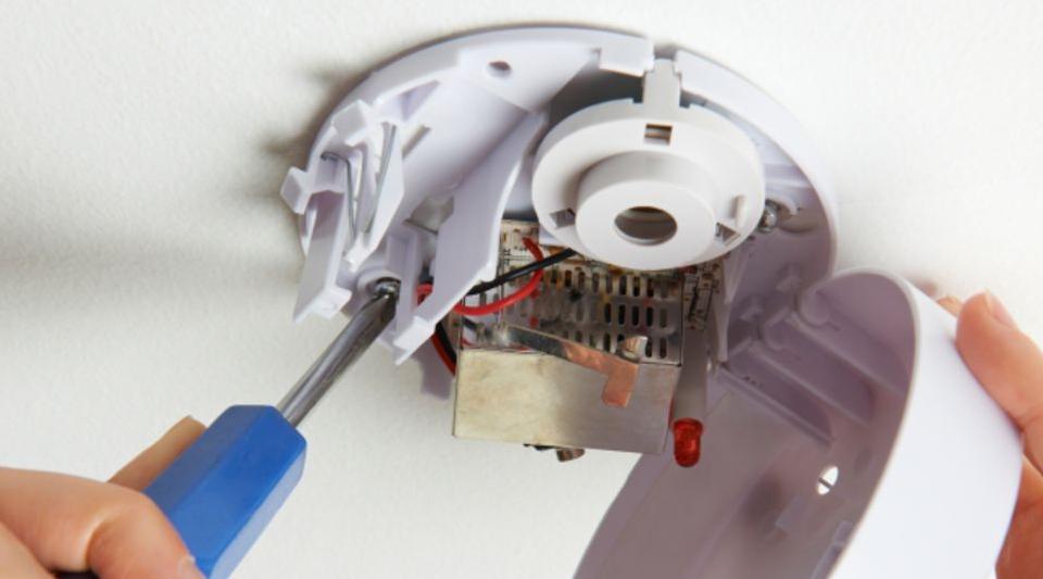 Как отключить пожарную сигнализацию на потолке